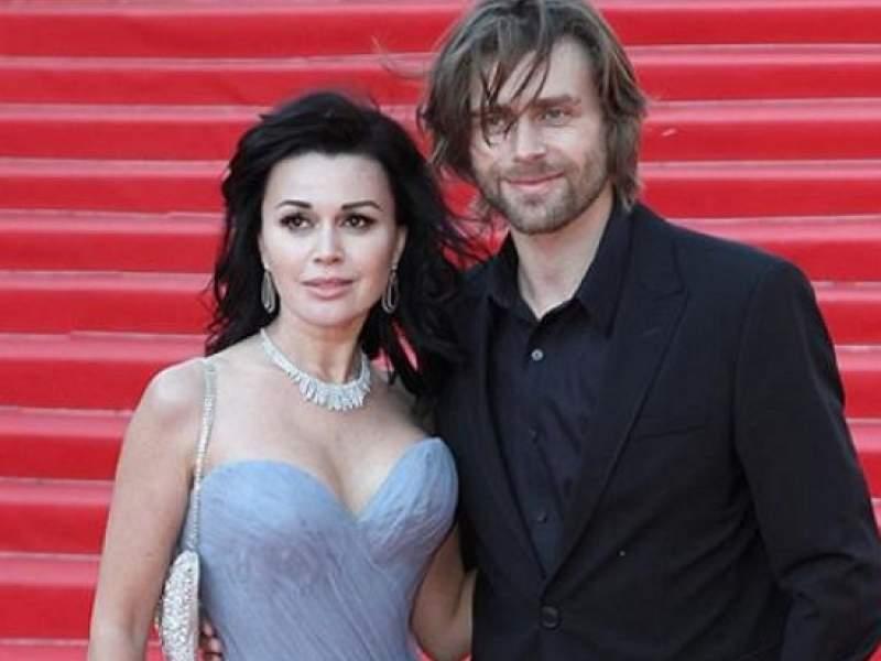 Новости дня: Известная певица вступилась за мужа умирающей Заворотнюк, вернувшегося к работе