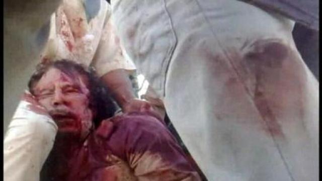 """В последние минуты жизни Муаммар Каддафи призывал повстанцев одуматься: """"Харам алейкум… Харам алейкум… Позор вам! Вы не ведаете греха?!""""."""
