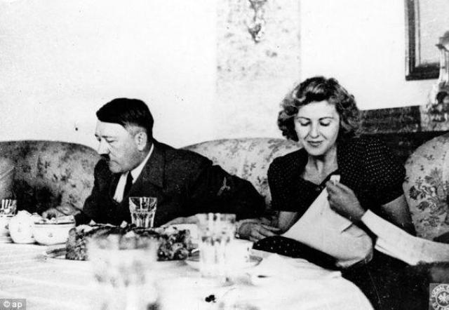 Мало кому известно, но Гитлер придерживался вегетарианской диеты и старался не пить алкогольных напитков. Единственной его страстью были сладости и шоколад.