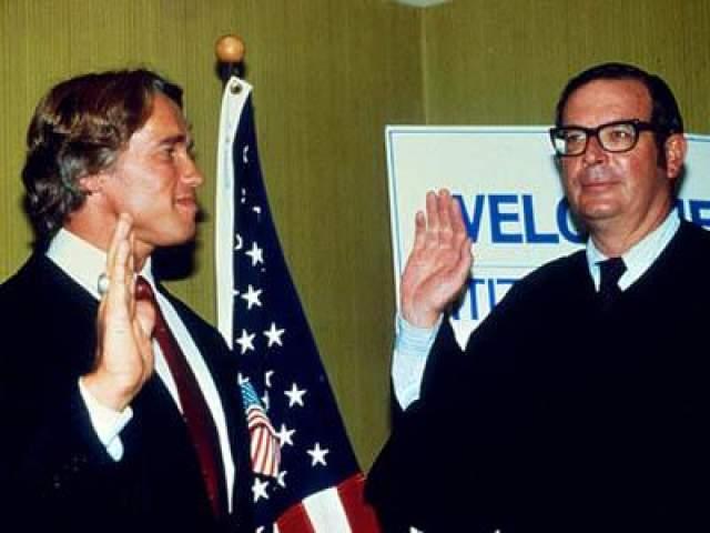 5 октября 1983 года: Арни во время получения американского гражданства.