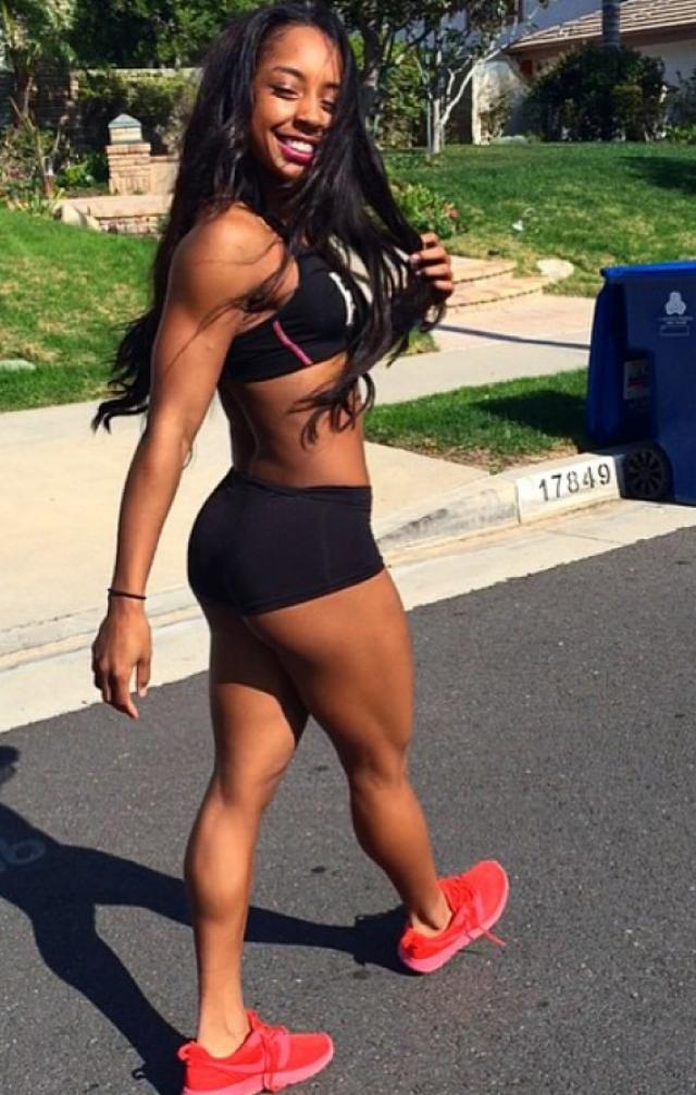 Qimmah Russo (@qimmahrusso). 21-летняя темнокожая красавица из Нью-Йорка.
