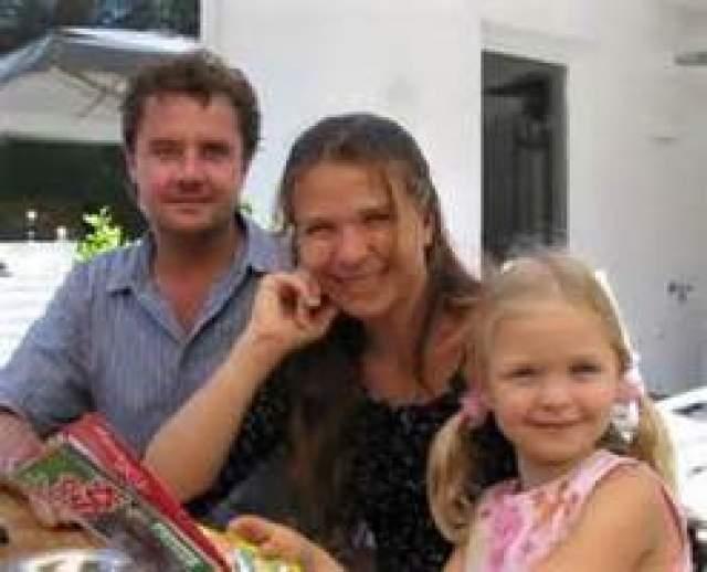 Сейчас Гюнтеру 55 лет, он живет в родном Мюнхене с женой, с которой воспитал двоих детей, работает оператором.