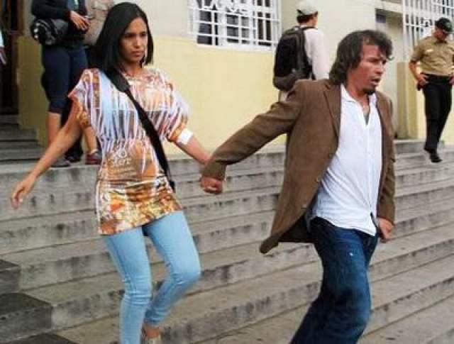Неоднократно избивал жену, но та защищала его перед полицией, заявляя, что упала с лестницы.