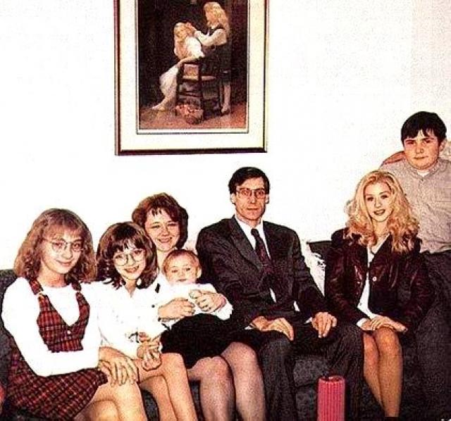 Кристина Агилера. Американская певица также стала жертвой агрессии со стороны отца.