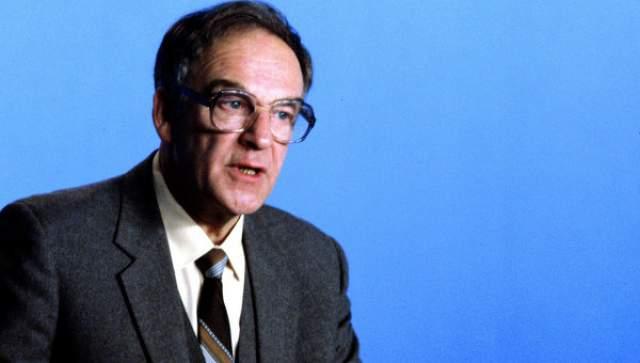 """Молодые телеведущие пригласили его к себе """"для связи поколений"""", и он согласился, хотя ему до пенсии оставалось работать всего несколько месяцев."""