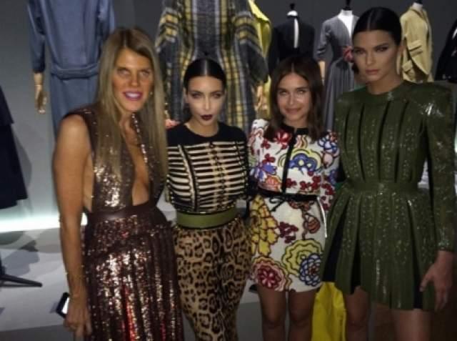 Также знаменитости регулярно пересекаются на неделях моды в Нью-Йорке и других городах мира.