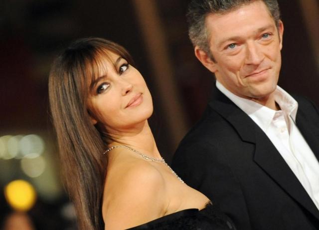 Моника Белуччи. Роман красавицы и Венсана Касселя вспыхнул также на съемочной площадке. Поначалу невзлюбившие друг друга актеры внезапно влюбились друг в друга.