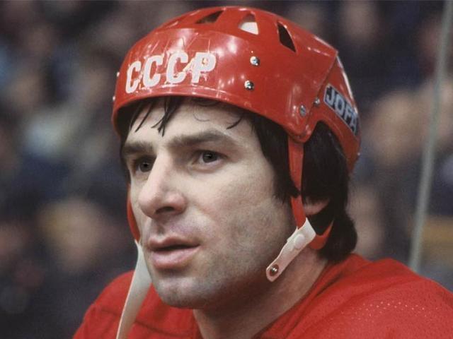 Валерий Харламов - один из самых известных советских хоккеистов, двукратный олимпийский чемпион и восьмикратный чемпион мира. В 1976 году попал в сильную аварию за рулем личного автомобиля, пытаясь обогнать грузовик.