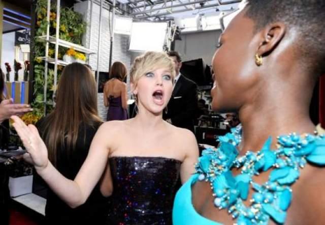 Дженнифер Лоуренс не может сдержать эмоций при виде замечательной Люпиты Ньонго.