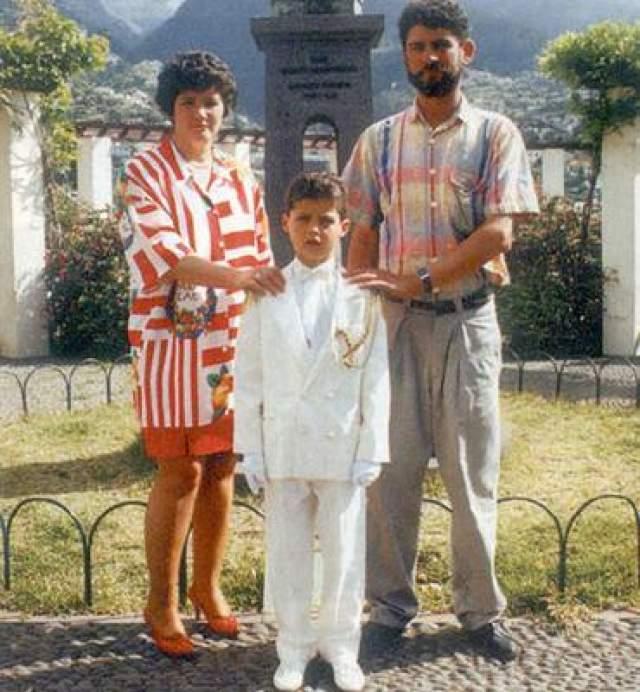 Криштиану Роналду с родителями.
