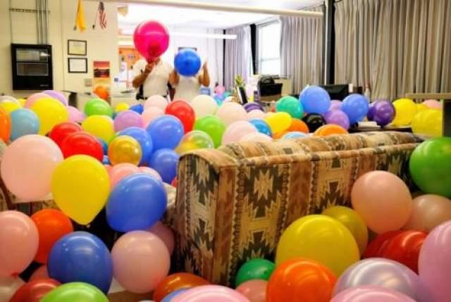 Устройте настоящий праздник Куча шариков и комната - что может быть проще?
