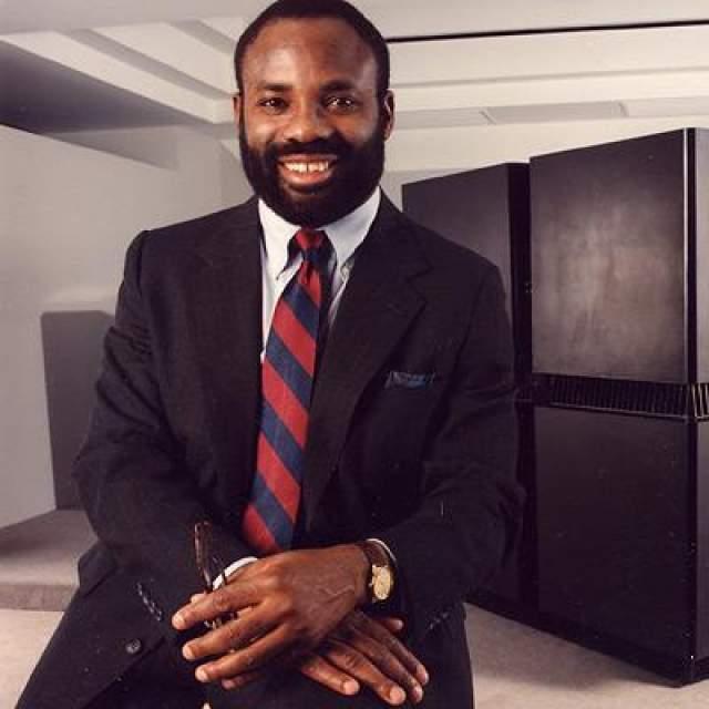Филипп Емегвали Нигерийский ученый, лауреат премии Гордона Белла 1989 гола, присуждаемой Институтом инженеров электроники и электротехники. IQ=190