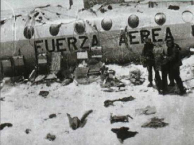 Ещё перед лавиной оставшиеся в живых поняли, что помощь не придёт и нужно спасать себя самим. По словам пилотов, они пролетели Курико, а это означало, что Продольная долина Чили находится всего в нескольких милях к западу от места падения.