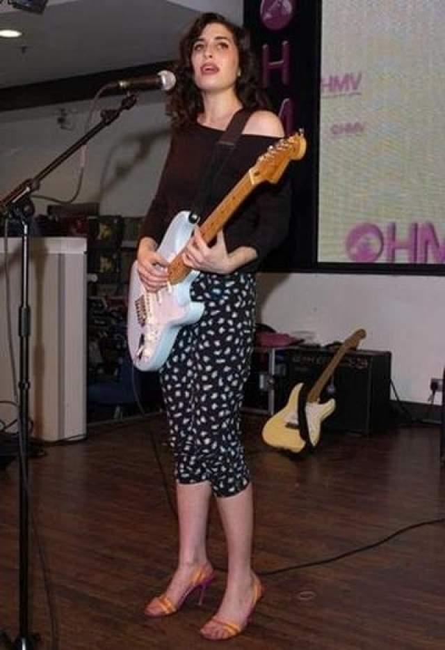 Эми Уайнхаус Певица. Фото 2002 года.