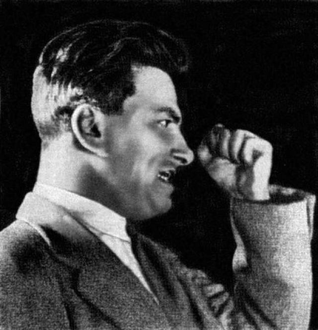 В творчестве Маяковский был по-настоящему бескомпромиссен, поэтому быстро стал неудобен партии. В произведениях, написанных им в конце 1920-х годов, стали возникать трагические мотивы.