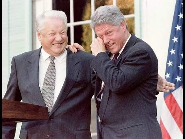 """А историй об оговорках Б.Н. Ельцина и вовсе не перечесть. Многим запомнилась фраза Бориса Ельцина о перестановках в правительстве: """"Вот мы и сделали такую рокировочку сильную. И тут поставили на место, и тут – на место""""."""