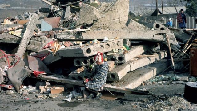 Через двенадцать месяцев, в 1989 году, официально было объявлено о начале работы Комиссии государственного масштаба по чрезвычайным ситуациям, известной с 1991 года как МЧС Российской Федерации.