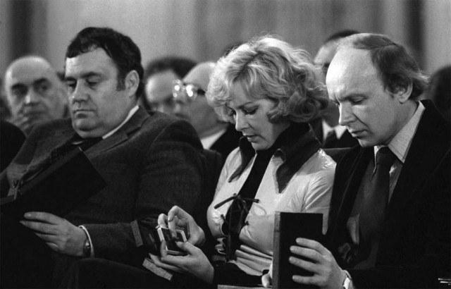 """Раньше всех в СССР фильм посмотрел Брежнев, и ему картина очень понравилась, а 1 января 1976 года """"Иронию судьбы…"""" впервые показали по телевидению."""