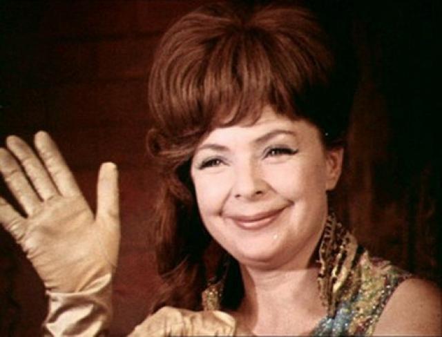 """С 80-х годов работы в кино стали для Аросевой чрезвычайно редким явлением, она полностью посвятила себя театру, изредка все же снимаясь, хотя чаще озвучивала мультфильмы. Также она блистательно исполняла роль пани Моники в """"Кабачке 13 стульев""""."""