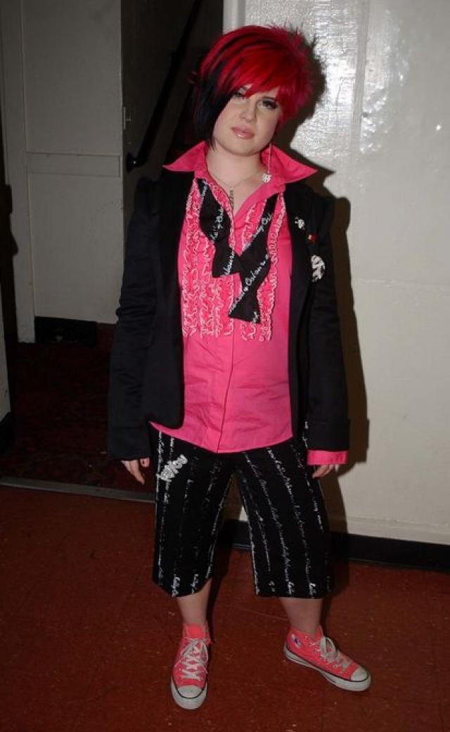 Келли Осборн. Уже к 16 годам дочка рок-звезды создала себе славу избалованной и взбалмошной папиной дочки с весьма странными и спорными модными пристрастиями.