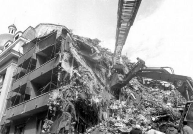 Не было большегрузных кранов и малой техники, способных поднимать железобетонные конструкции, обрушившиеся плиты и панели зданий при разборе завалов, под которыми оказались люди.
