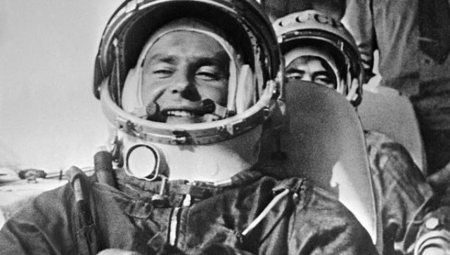 На момент полета Герману Титову было 25 лет и 330 дней, благодаря чему он является самым молодым из всех космонавтов, побывавших в космосе.