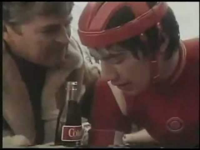 Киану Ривз рекламировал Колу в образе вспотевшего велогонщика.
