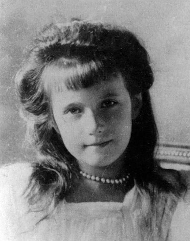 В силу своего юного возраста, живого характера и типично русской внешности младшая великая княжна была любимицей дома Романовых и многих аристократов.