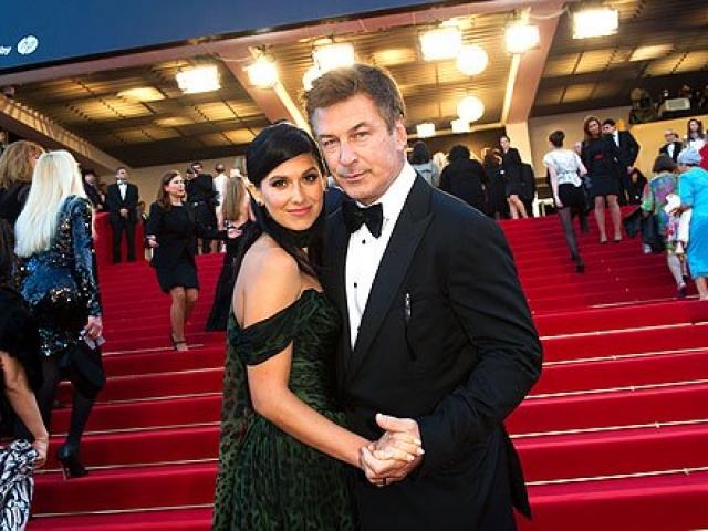 Алек Болдуин. Тренер по йоге Хилари Томас очаровала актера, с которым занималась, чтобы помочь прийти в себя после брака с Ким Бейсингер.