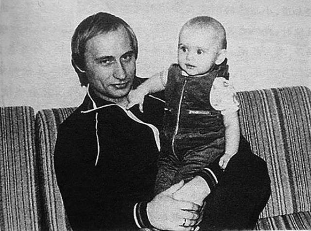 Кстати, немецкий язык Путин знает в совершенстве...