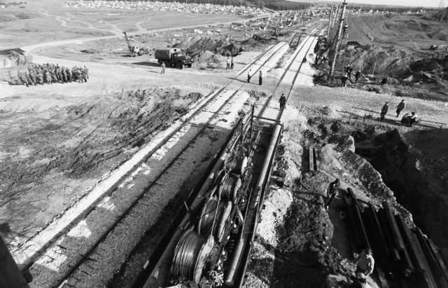 Но самое странное - ровно через год, 4 июня 1989 года аналогичная трагедия, только гораздо более масштабная, произошла под Уфой, на 1710-м километре Транссибирской железнодорожной магистрали.