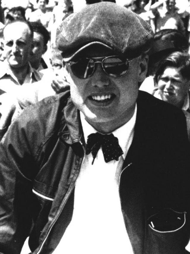 """Майкл Хоторн - чемпион """"Формулы 1"""" 1958 года. В год, когда выиграл первый и единственный чемпионский титул за Ferrari, ушел из гонок, глубоко потрясенный смертью друга и соперника, гонщика """"Формулы 1"""" Питера Коллинза."""