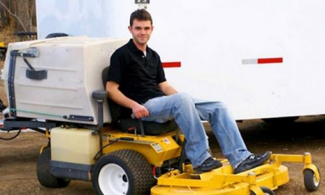 Эмиль Мотыка, Motycka Enterprises Эмиль начал подрабатывать стрижкой газона в 9 лет, а уже к 18-ти он превратил свое занятие в бизнес, основав компанию Motycka Enterprises. В то лето он заработал $100 000, а сегодня делает миллионы.