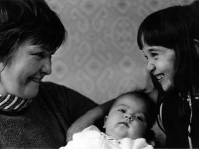 Эльдар был на 17 лет младше Беллы, но они подружились, Белла родила ему дочку.