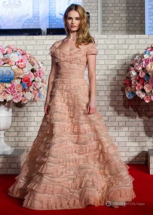 """10.По результатам предпочтений пользователей сайта, десятку самых успешных актреров Голливуда замыкает Лили Джеймс (""""Золушка"""")."""