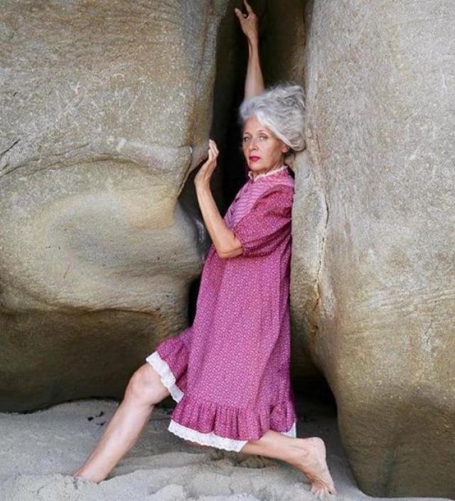 61-летняя Сара Джей Адамс благодаря Инстаграму даже стала участницей многих фотосессий в качестве модели.