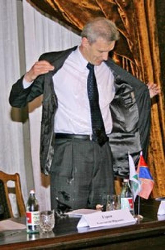 """2005 год. Министра образования России Андрея Фурсенко закидали яйцами красноярские студенты. """"Людей, выражающих свой протест подобным образом, немного, зато людей, готовых к диалогу, намного больше"""", - отреагировал министр"""