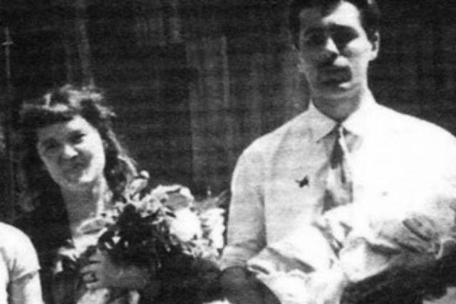 Второй раз Людмила вышла за сценариста Бориса Андроникашвили. От этого брака у актрисы родилась дочь Мария. Вместе они прожили только три года, Андроникашвили ушел к Нонне Мордюковой.