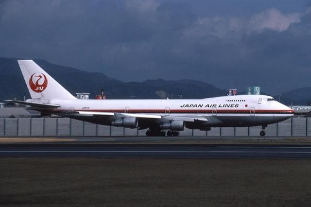 Несмотря на причиненные неудобства, пассажиры не проявляли ни малейшего недовольства и ждали, когда начнется 54-минутный рейс из Токио в Осаку. В 18:12 рейс JAL 123 вылетел из Токио.