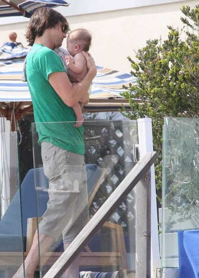 В 2010 году девушка подарила Керри внука.