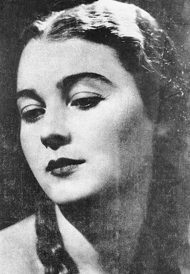 """Ариадна Гедеонова. 1936. Ариадна ребенком попала в Египет, воспитывалась во французском монастыре. Жила в Каире. После второй мировой войны работала в журнале """"Paris Match"""" и газете """"Figaro""""."""