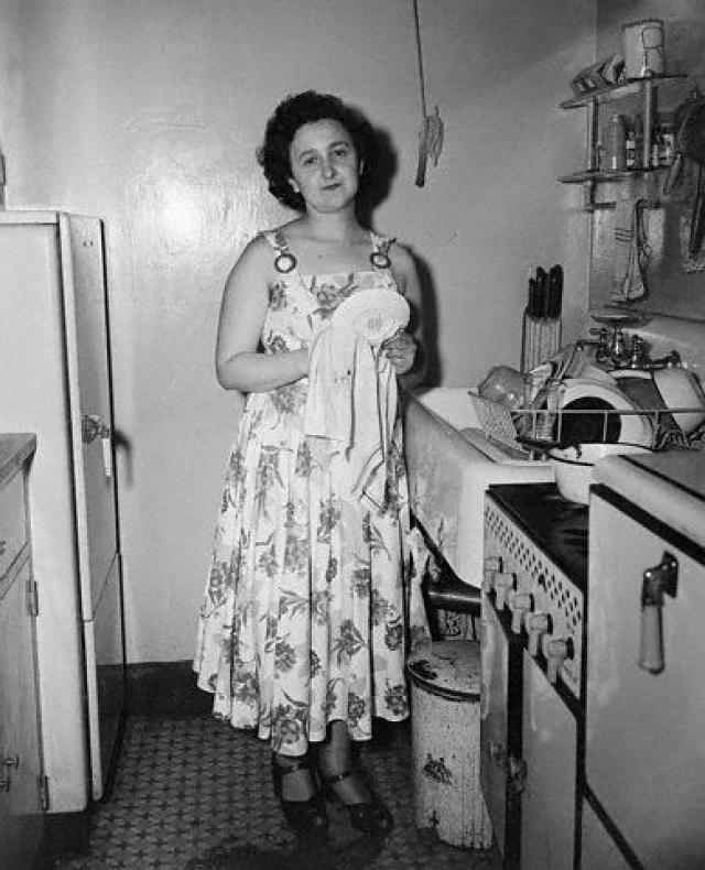 Весной 1942 года молодожены, жившие до этого в стесненных условиях, сняли отдельную квартиру в новом доме на восточной окраине Манхэттена.