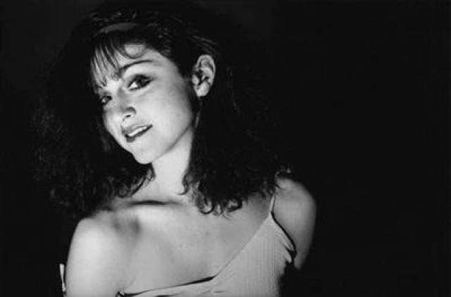 В 1978 году после переезда в Нью-Йорк, она некоторое время танцевала в группе легендарного хореографа Элвина Элли.