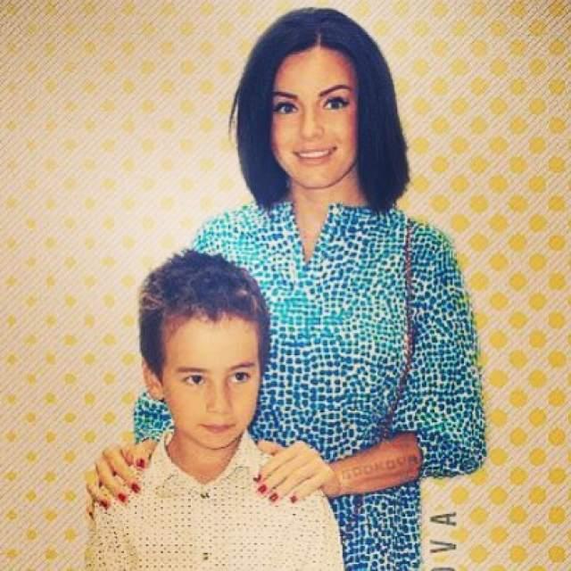В 2007 году Волкова родила от предпринимателя сына Самира. В марте 2010 года певица рассталась с Ясиновым и, по ее словам, вновь приняла православие.