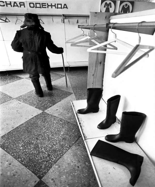 Нынешние модники были бы в ужасе, очутись они в магазине в конце 80-х - начале 90-х.
