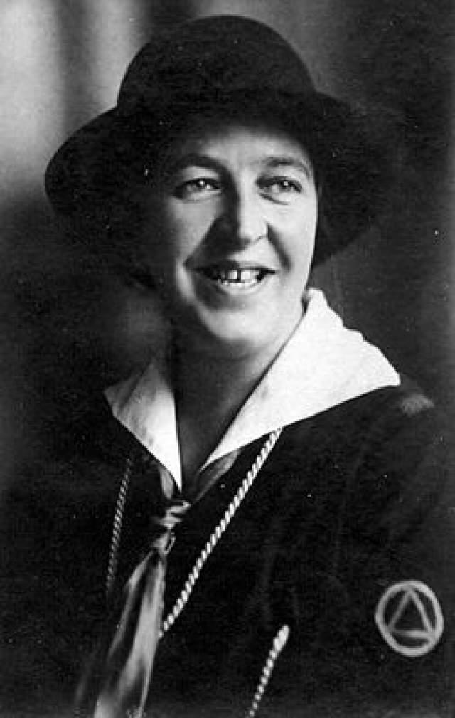 Корри тен Боом (Корнелия Йоханна Арнолда тен Боом), 15 апреля 1892 - 15 апреля 1983. Христианка из Нидерландов во время нацистской оккупации страны создала подпольную организацию, которая занималась спасением евреев от убийств.