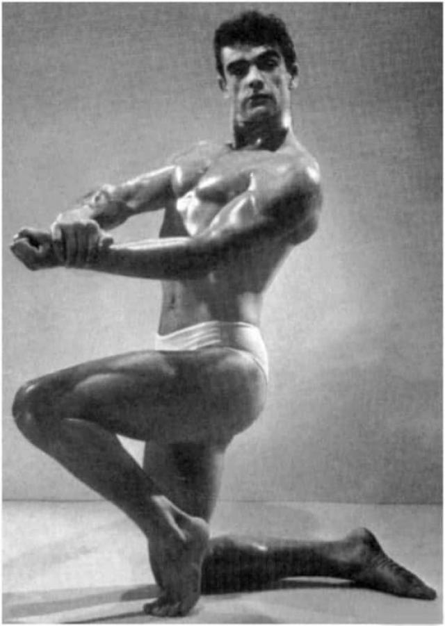 Культурист Шон Коннери . Фотография сделана на конкурсе бодибилдеров в 1953 году