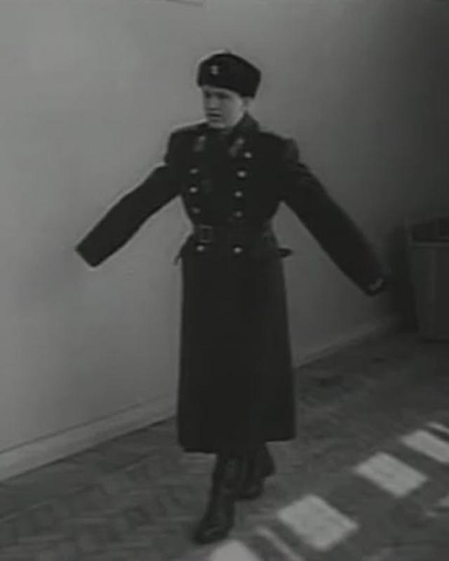 Накануне нового, 1969 года Ильина ожидало два потрясения. Во-первых, он узнал, что является не родным сыном своих родителей, а во-вторых, его девушка, устав от странностей и капризов, решила порвать с ним.