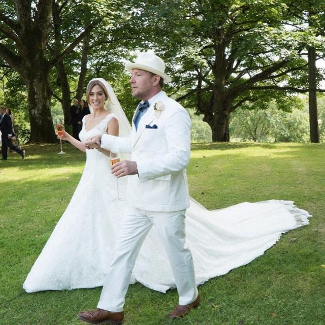 Бывший муж Мадонны Гай Ричи женился на Джеки Эйнсли 30 июля.