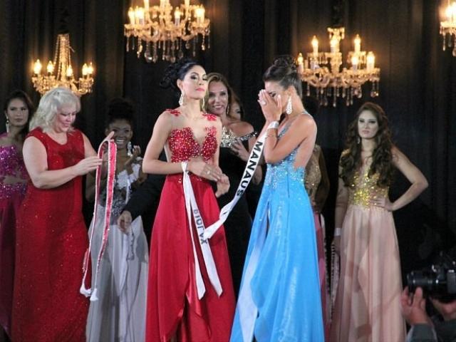 """В Бразилии финал конкурса красоты """"Мисс Амазонка"""" закончился скандалом. Стоило победительнице повернуться спиной к другим конкурсанткам во время коронации, как на девушку накинулась разъяренная вице-мисс."""